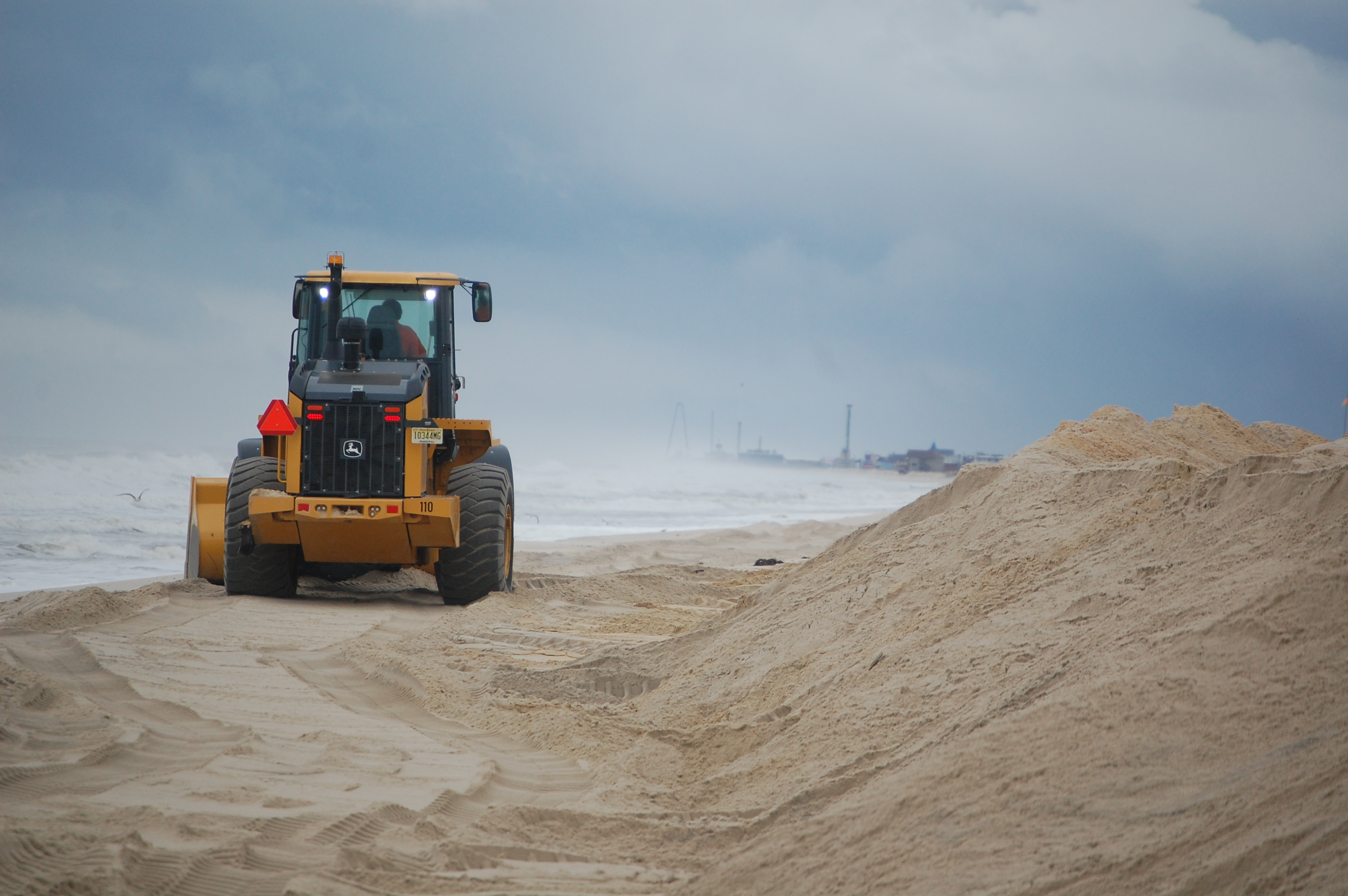 A front loader shores up dunes in Toms River's Normandy Beach section, Sept. 30, 2015. (Photo: Daniel Nee)
