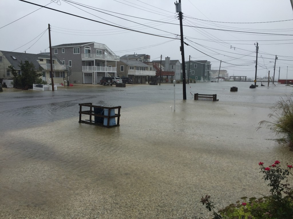 Flooding on a barrier island street during the Oct. 2015 nor'easter. (Photo: Daniel Nee)