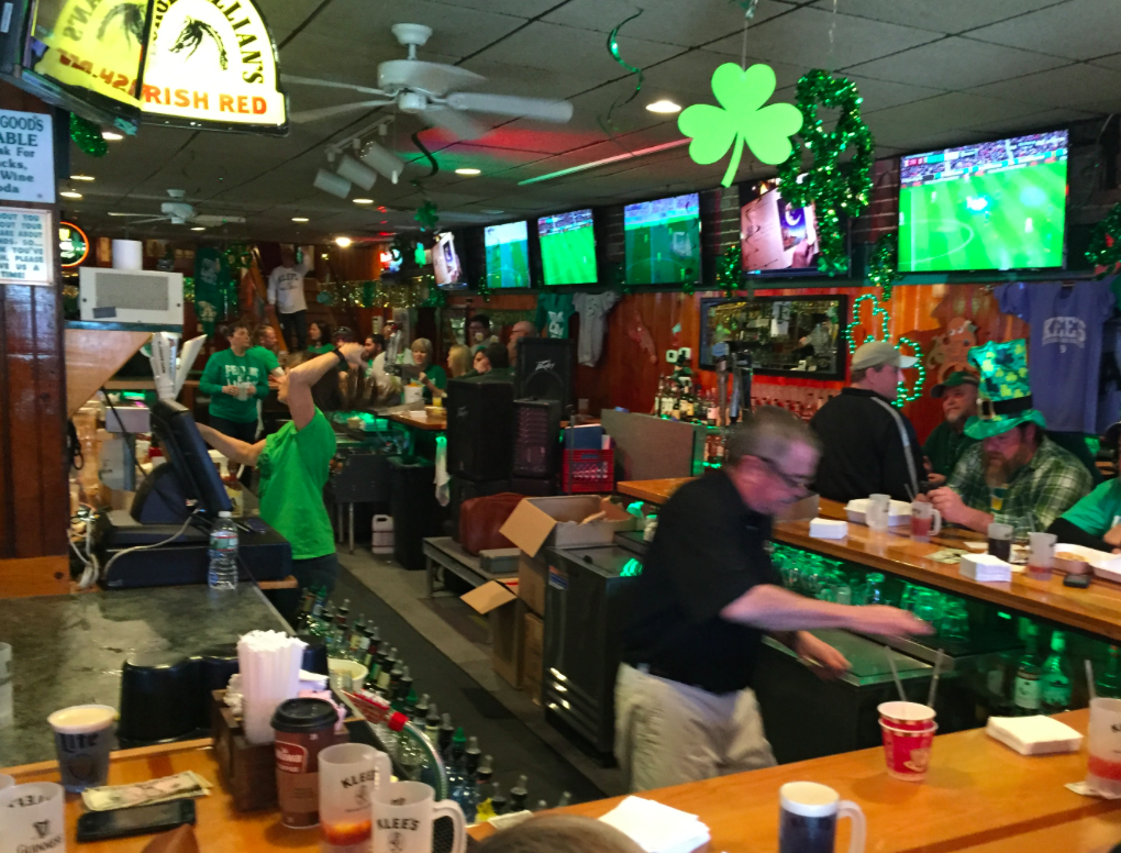 Bartenders serve up drinks at Klee's in Seaside Heights. (Photo: Daniel Nee)