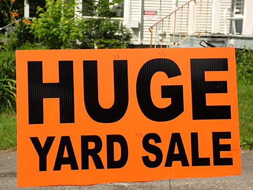 Garage sale sign. (Photo: Mark Goebel/Flickr)