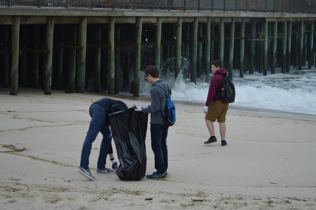 Student volunteers from Central Regional High School participating in a beach cleanup in Seaside Heights, April 27, 2016. (Photo: Daniel Nee)