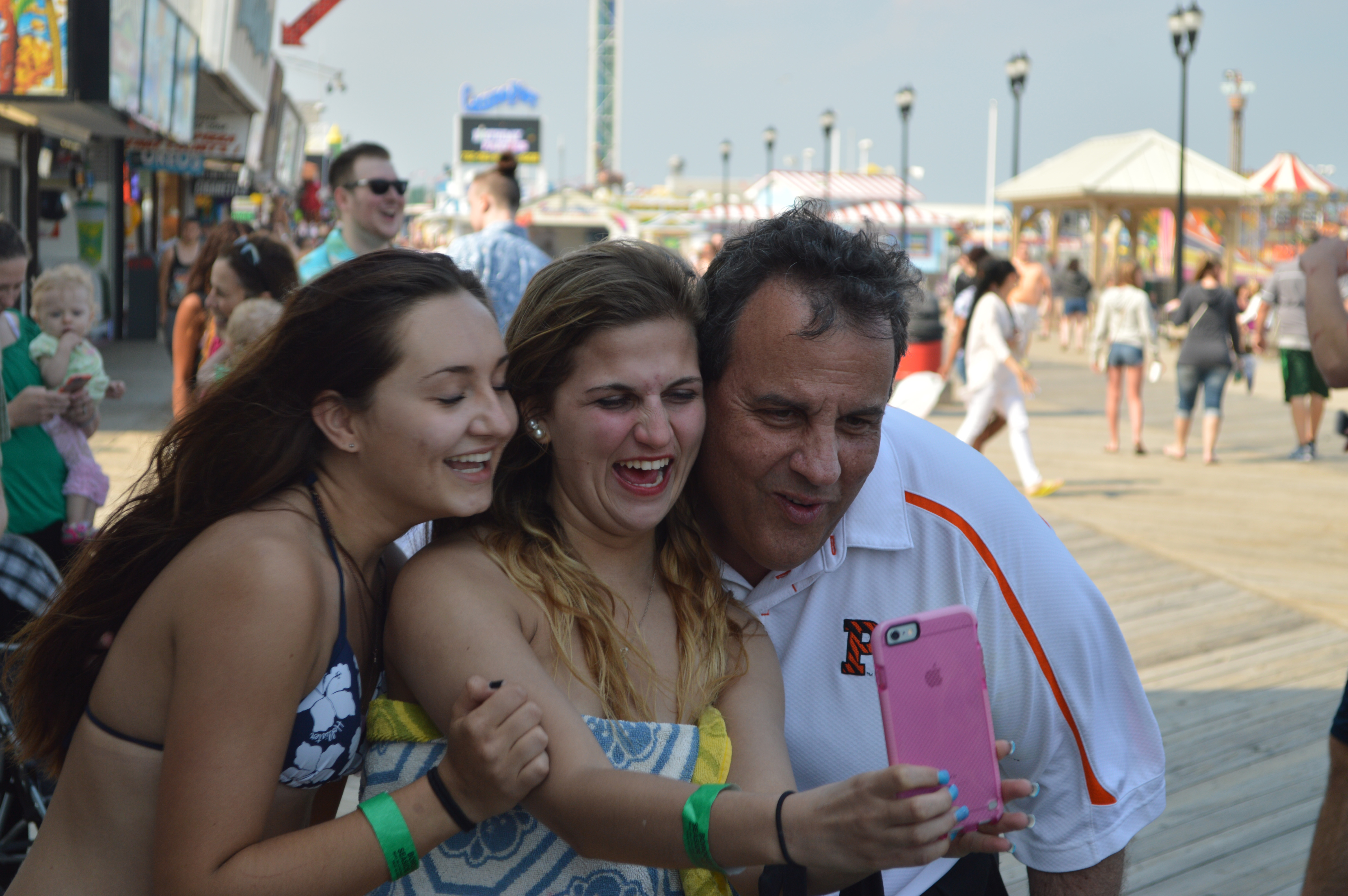 Gov. Chris Christie takes a selfie with two young supporters on the Seaside Heights boardwalk, May 27, 2016. (Photo: Daniel Nee)
