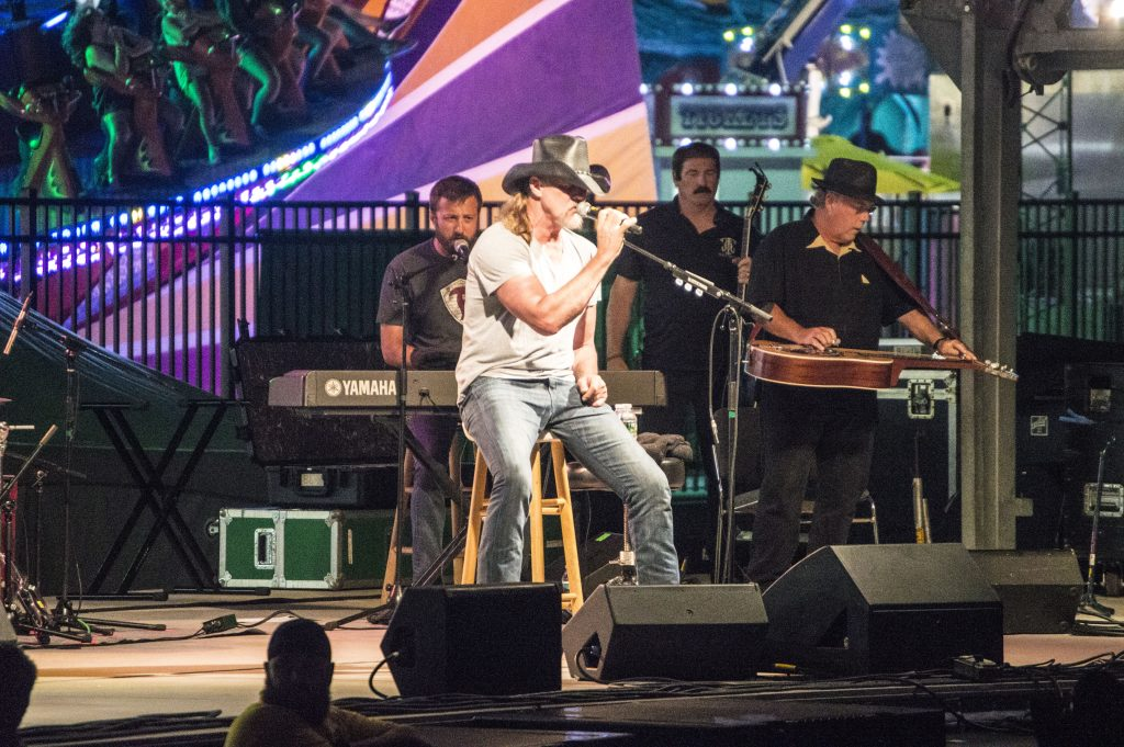 Trace Adkins Performs in Seaside Heights, N.J., July 13, 2016. (Photo: Daniel Nee/Shorebeat)