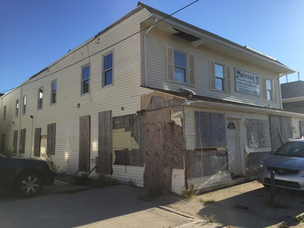 An abandoned rental property on Sampson Avenue in Seaside Heights. (Photo: Rachael Bowen)
