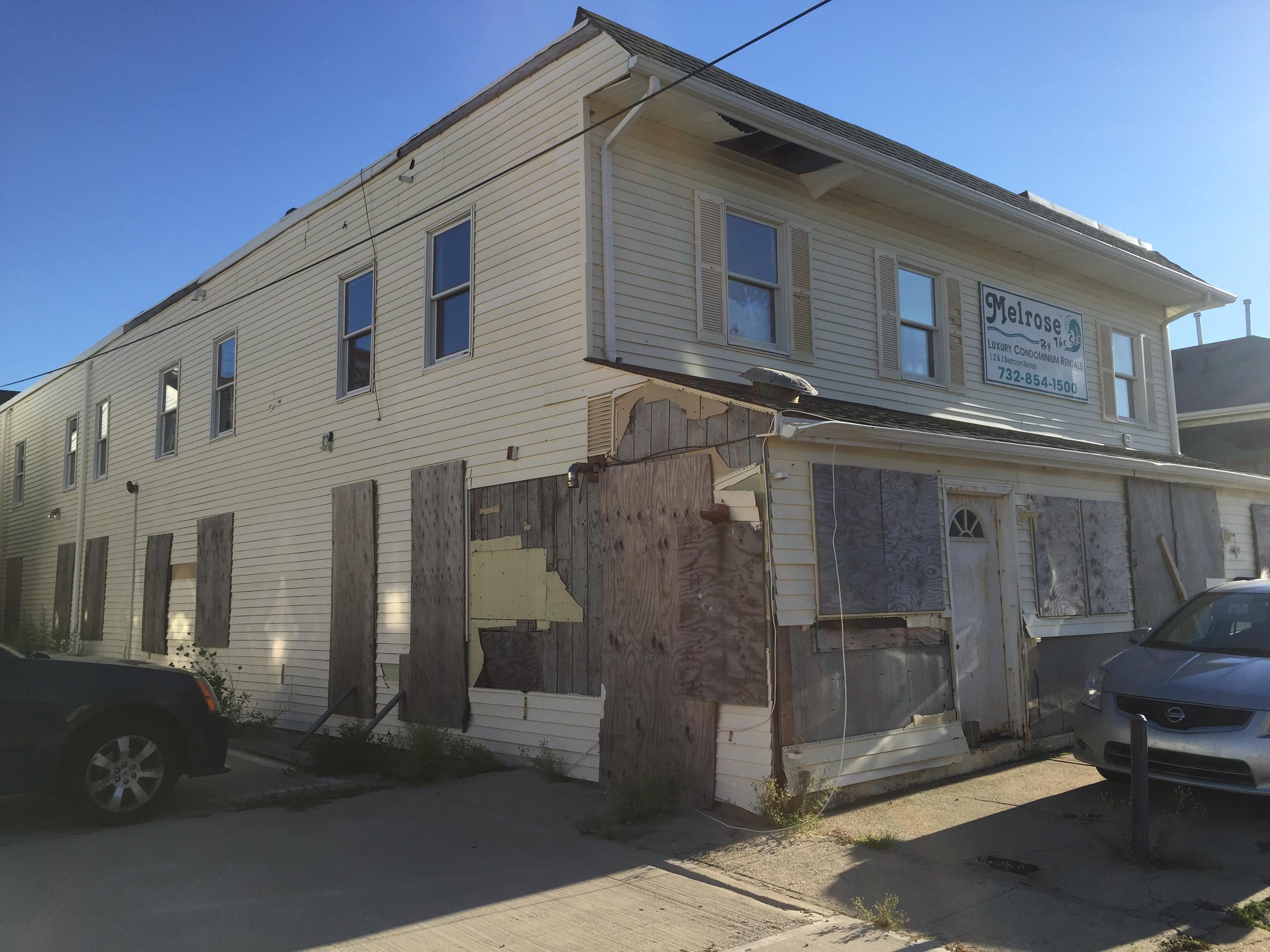 An abandoned rental property on Sampson Avenue in Seaside Heights. (Photo: Rachael Bowen)