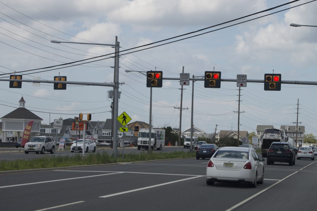 A HAWK traffic signal in Seaside Heights, NJ. (Photo: Daniel Nee)