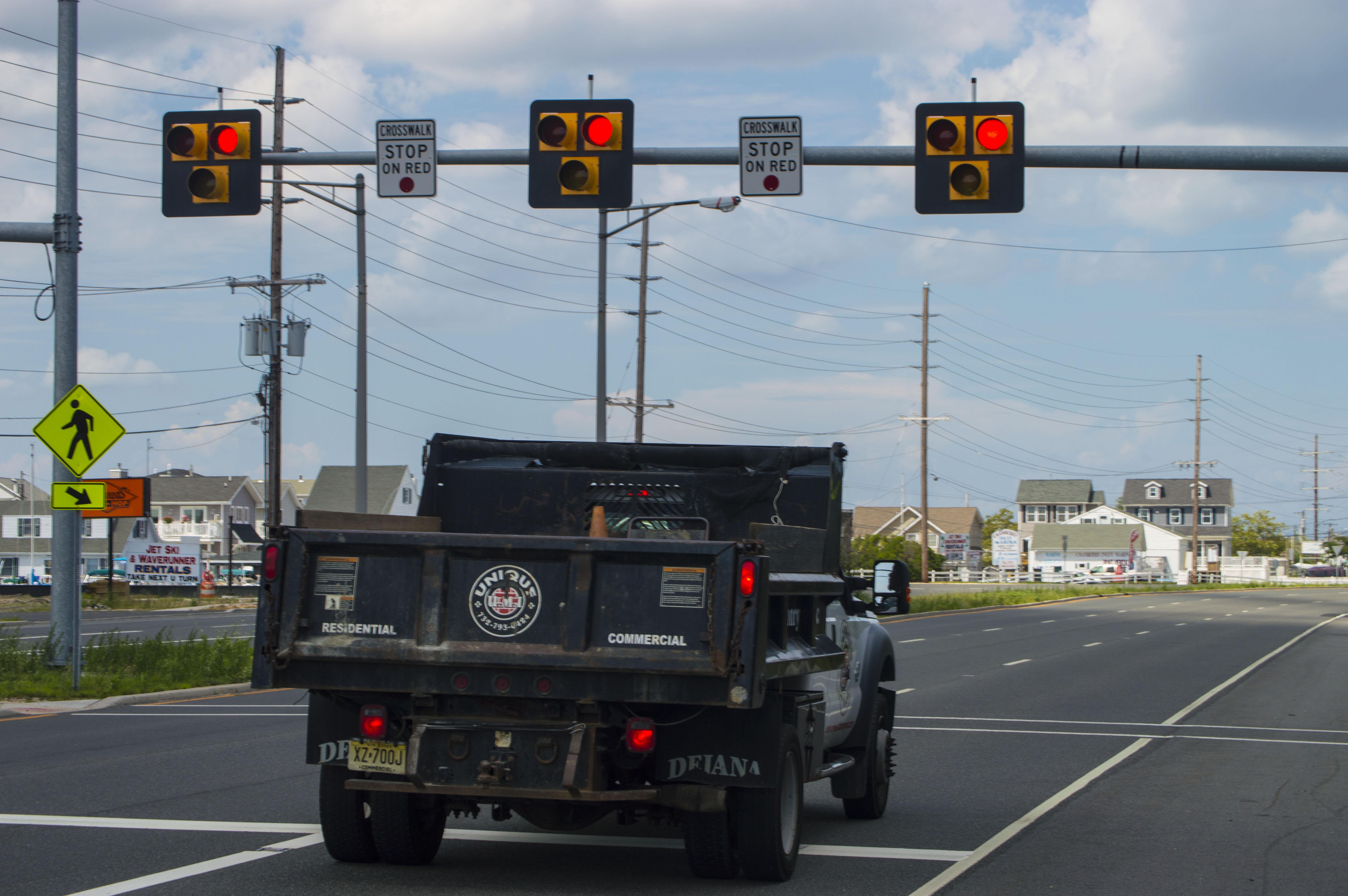 A HAWK traffic signal in Seaside Heights, NJ. (Photo: Daniel Nee)