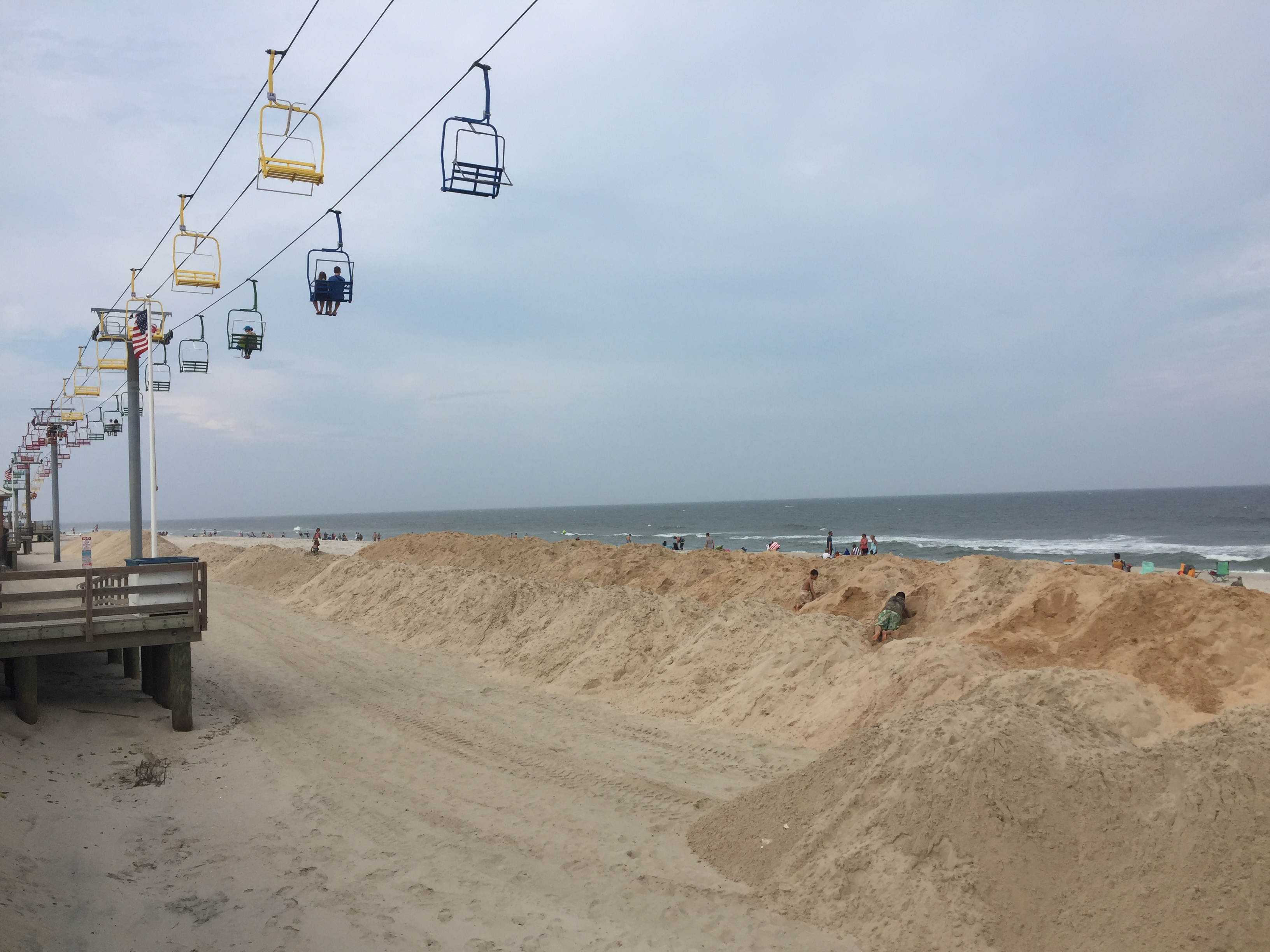 A temporary protective berm being constructed in Seaside Heights, Sept. 2016. (Photo: Daniel Nee)