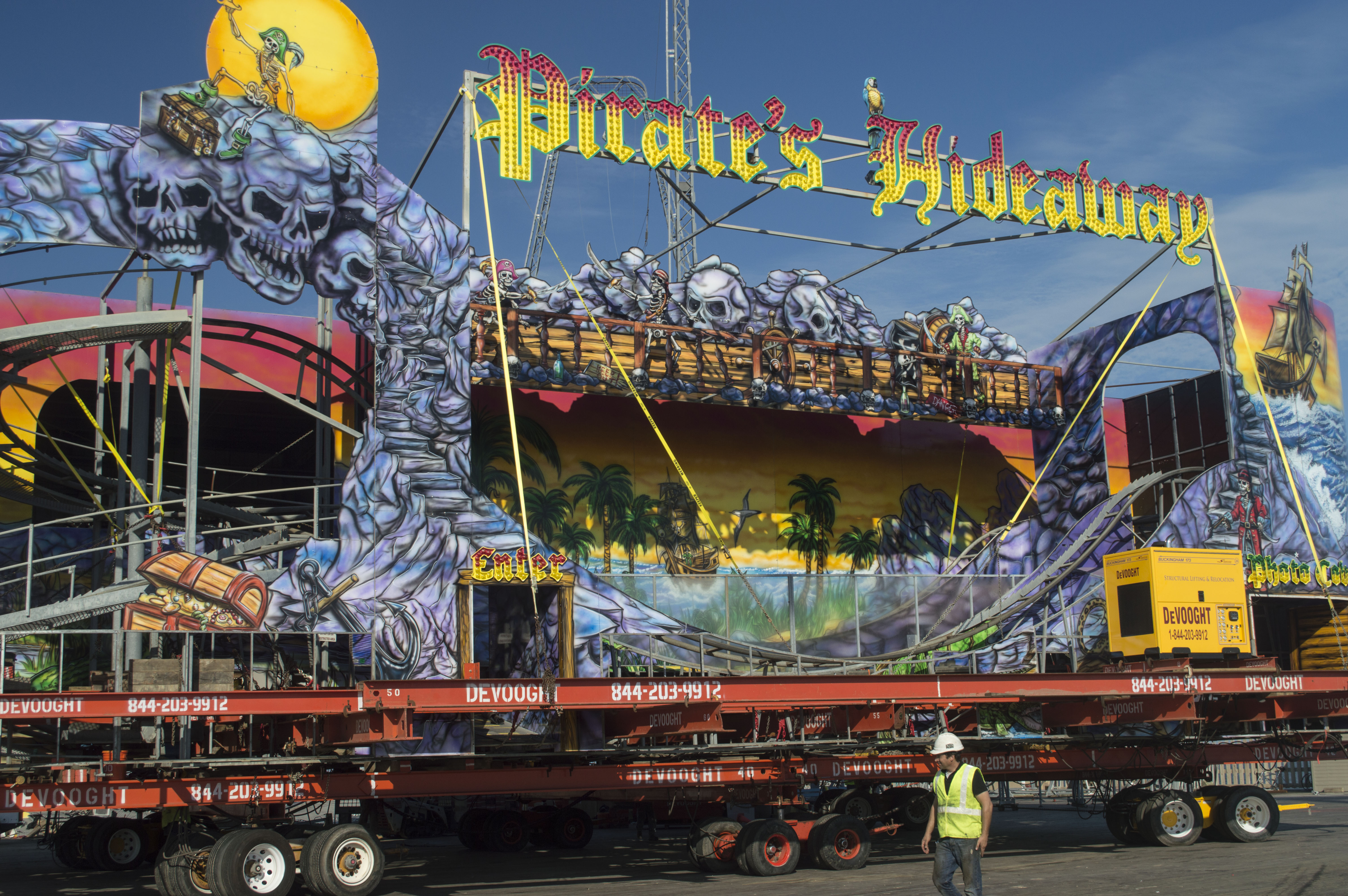 Crews move the Pirates Hideaway rollercoaster in Seaside Heights, N.J., Oct. 17, 2016. (Photo: Daniel Nee)