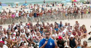 Former MTV VJ Carson Daly on the beach in Seaside Heights in 2002. (Credit: CBS News)