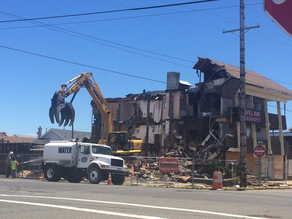 Demolition ongoing at the former Travel Inn site in Seaside Heights. (Photo: Catherine Galioto)