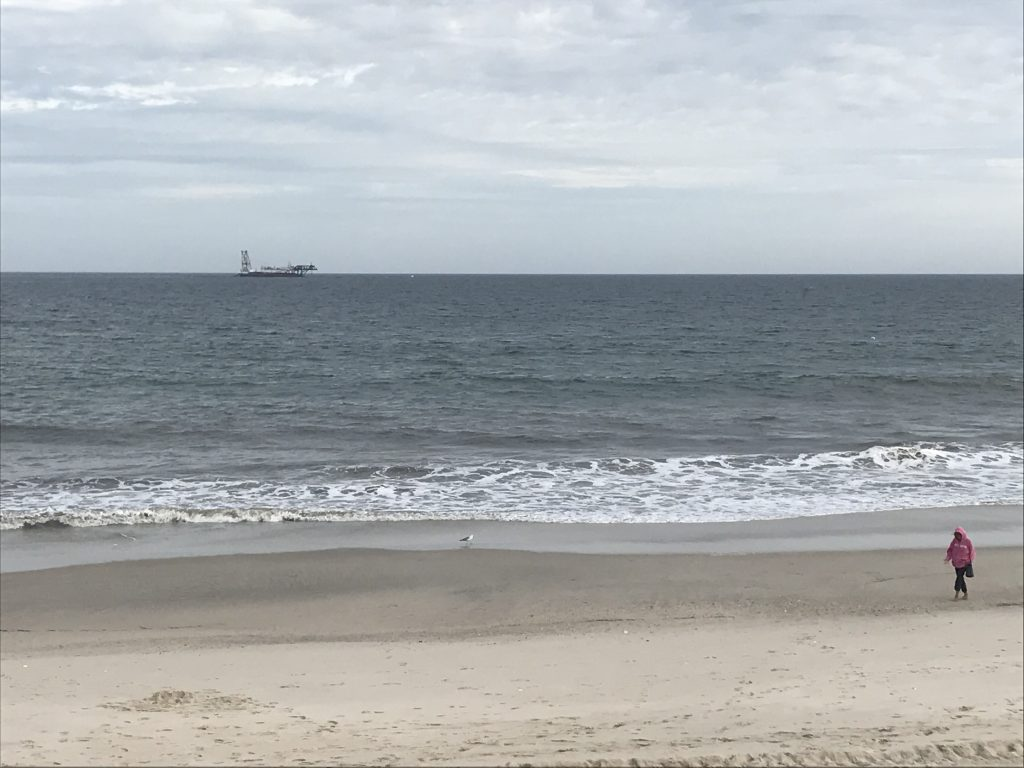 The R.S. Weeks dredge boat off Mantoloking, N.J., Oct. 2017. (Photo: Daniel Nee)