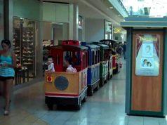 "A trackless ""train"" runs through a mall. (Credit: howard251a/ YouTube)"
