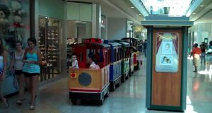 "A trackless ""train"" runs through a mall. (Credit: howard251a/ YouTube)"