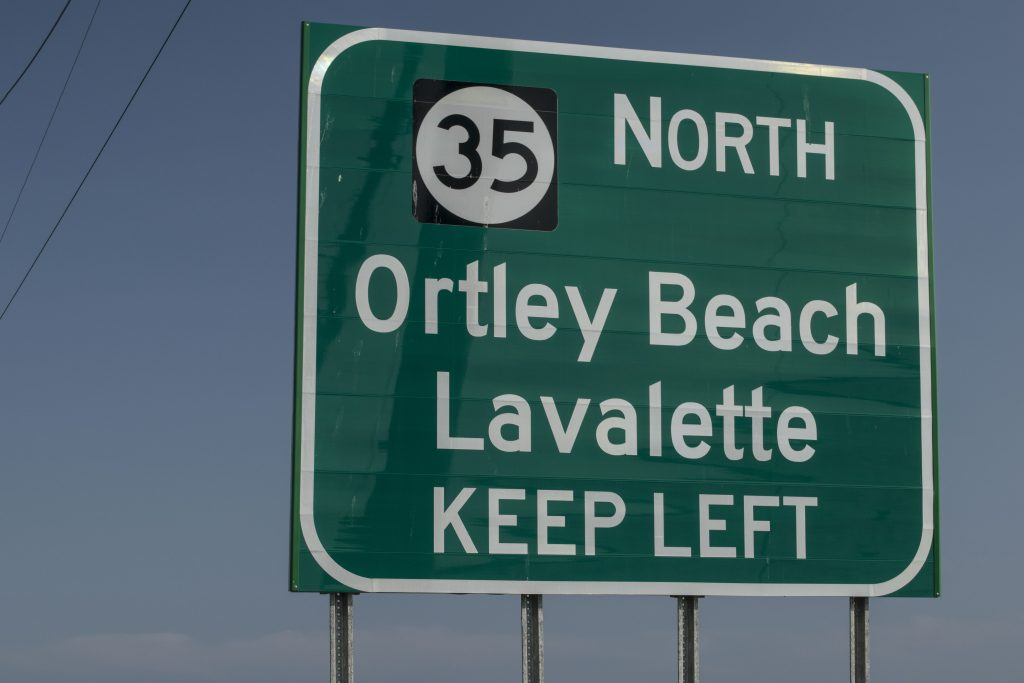 An error on a sign referencing Lavallette on Route 37, Sept. 2018. (Photo: Daniel Nee)