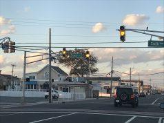Blinking traffic lights in Ortley Beach. (Photo: Daniel Nee)