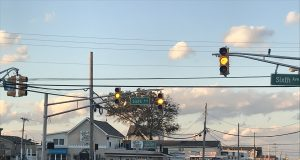 Blinking traffic lights in Ortley Beach. (Photo: Daniel Nee)
