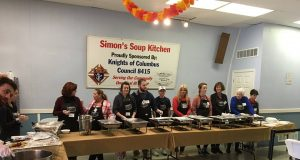 Volunteers serve Thanksgiving dinner at Simon's Soup Kitchen in 2017. (Photo: Simon's Soup Kitchen)
