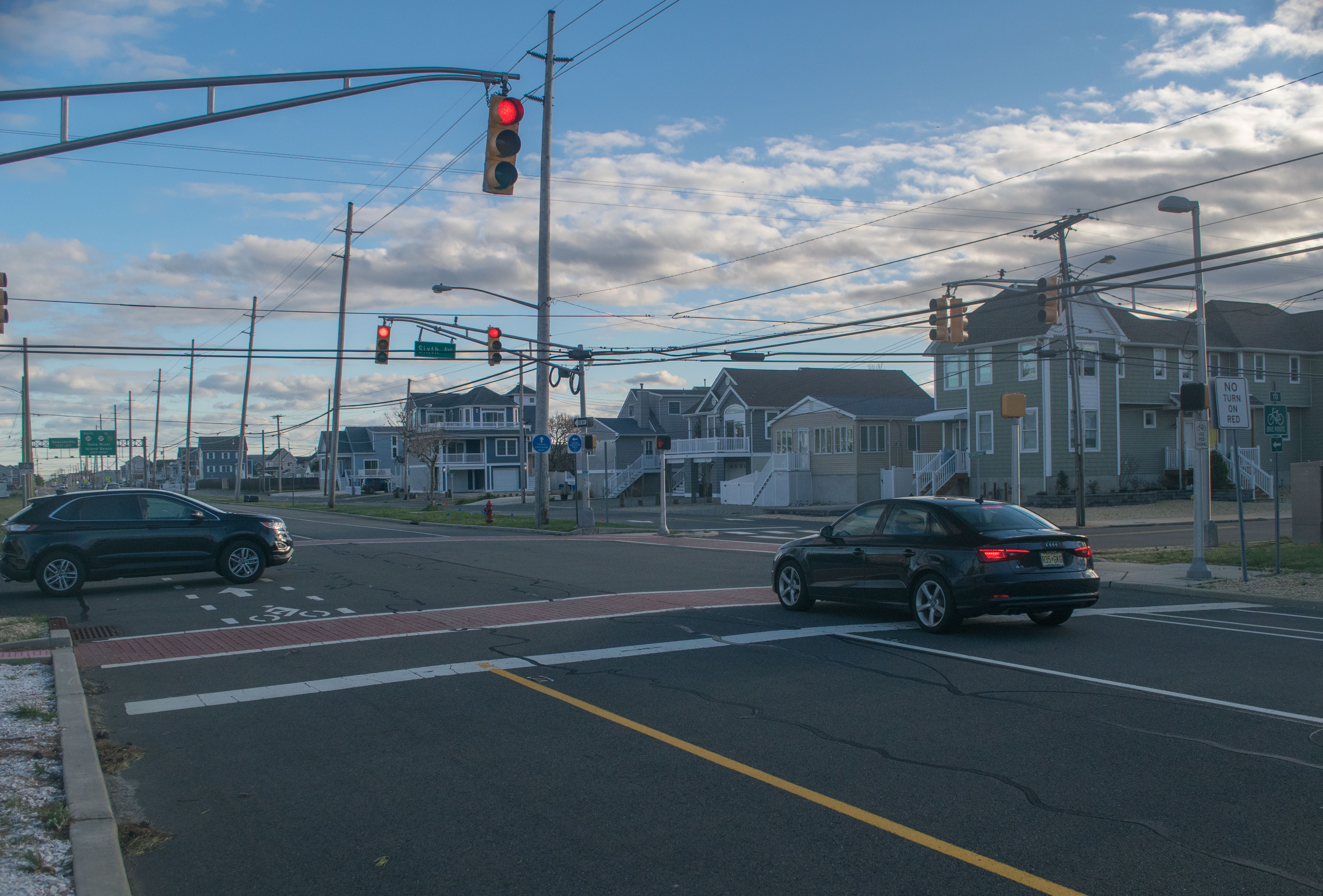 A traffic light at an intersection in Ortley Beach, April 15, 2019. (Photo: Daniel Nee)