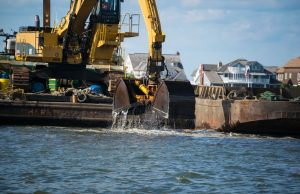 Dredging as part of the northern Barnegat Bay/Metedeconk River dredging project, Sept. 2019. (Photo: Daniel Nee)