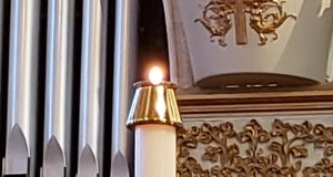 The Paschal candle. (Photo: jofo2005/ Flickr)