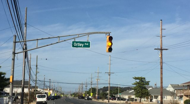 A traffic light on Route 35 North in Lavallette flashes, Oct. 19, 2020. (Photo: Daniel Nee)