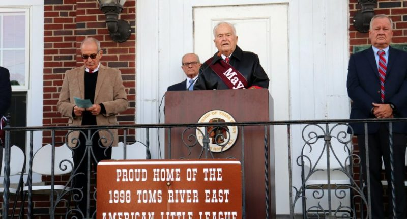 Mayor Tom Kelaher, 2019 veteran day parade ceremony (Photo courtesy Toms River Township)