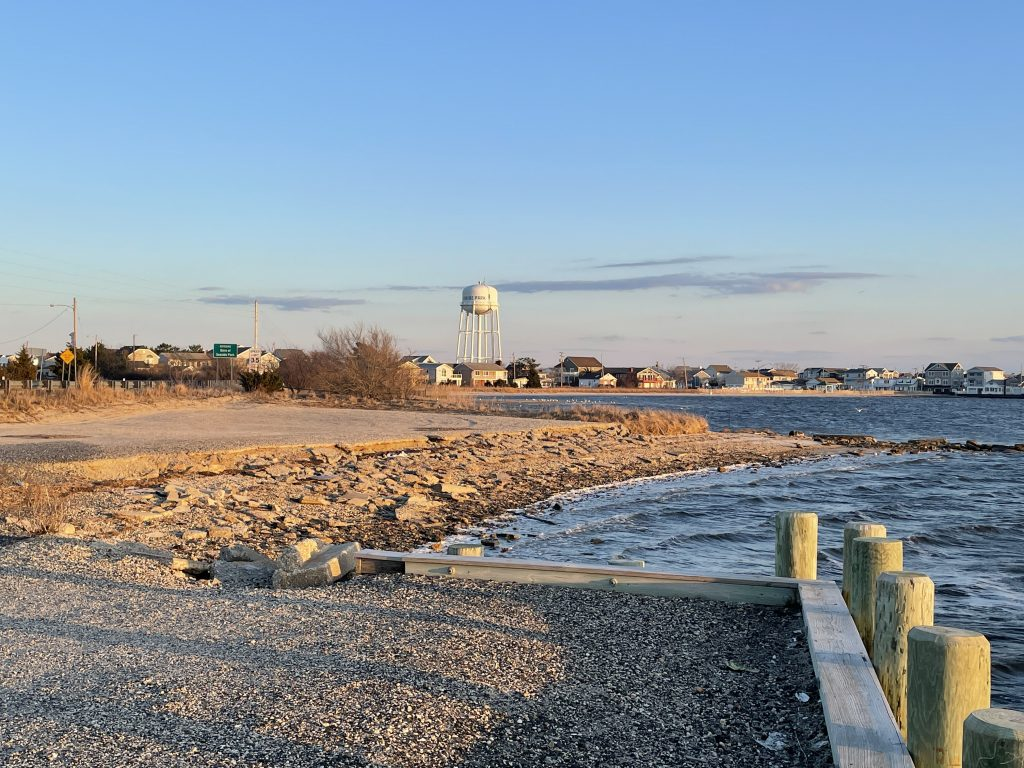 Deteriorating conditions at the Seaside Heights bayfront along Route 35. (Photo: Daniel Nee)