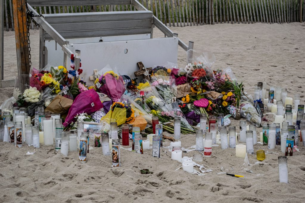 A memorial set up at the 21st Street Beach in South Seaside Park honoring lifeguard Keith Pinto, Sept. 2021. (Photo: Daniel Nee)